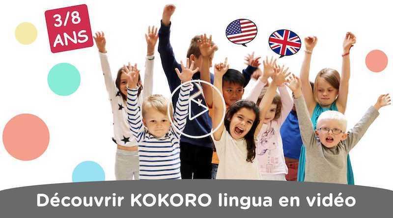 Enfants en train d'apprendre l'anglais en s'amusant