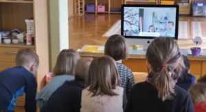 des enfants apprennent l'anglais en maternelle avec KOKORO lingua